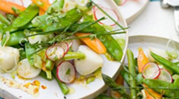 Salade tiède de légumes de printemps et vinaigrette au safran